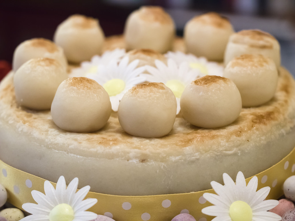 Ciasto simnel na Mother's Day (Fot. James Petts / Flickr)